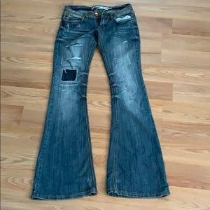 Destroyed Flair Jeans